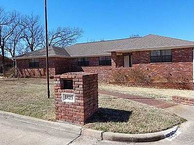 For $199,900 you can get this 4,228 sq foot home in McAlester. That's $47 per sq ft. It has 5 bedrooms, 4 baths and was built in 1982.