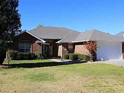 For $199,900 you can get this 2,176 sq foot home in Ardmore. That's $91 per sq foot. It has 4 bedrooms, 2.5 baths and was built in 1995.