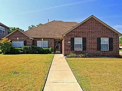 For $200,000 you can get this 2,525 sq foot home in Broken Arrow. That's $79 per sq foot. It has 4 bedrooms, 2.5 bathrooms and was built in 2002.