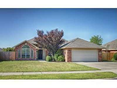 For $200,000 you can get this 1,972 sq foot home in Norman. That's $101 per sq foot. It has 3 bedrooms, 2 bathrooms and was built in 1998.