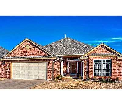 For $199,900 you can get this 2,480 sq foot home in Northwest Oklahoma City. That's $80 a sq foot. It has 3 bedrooms, 2 bathrooms and was built in 2005.