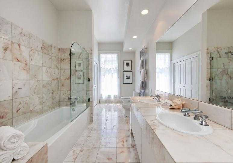Another marble bathroom, this one shared between the children's room ...