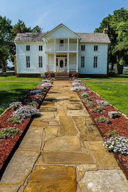A house built in 1875 in Oologah is a Greek Revival style home where Will Rogers was born. You can visit the birthplace ranch anytime of the year.