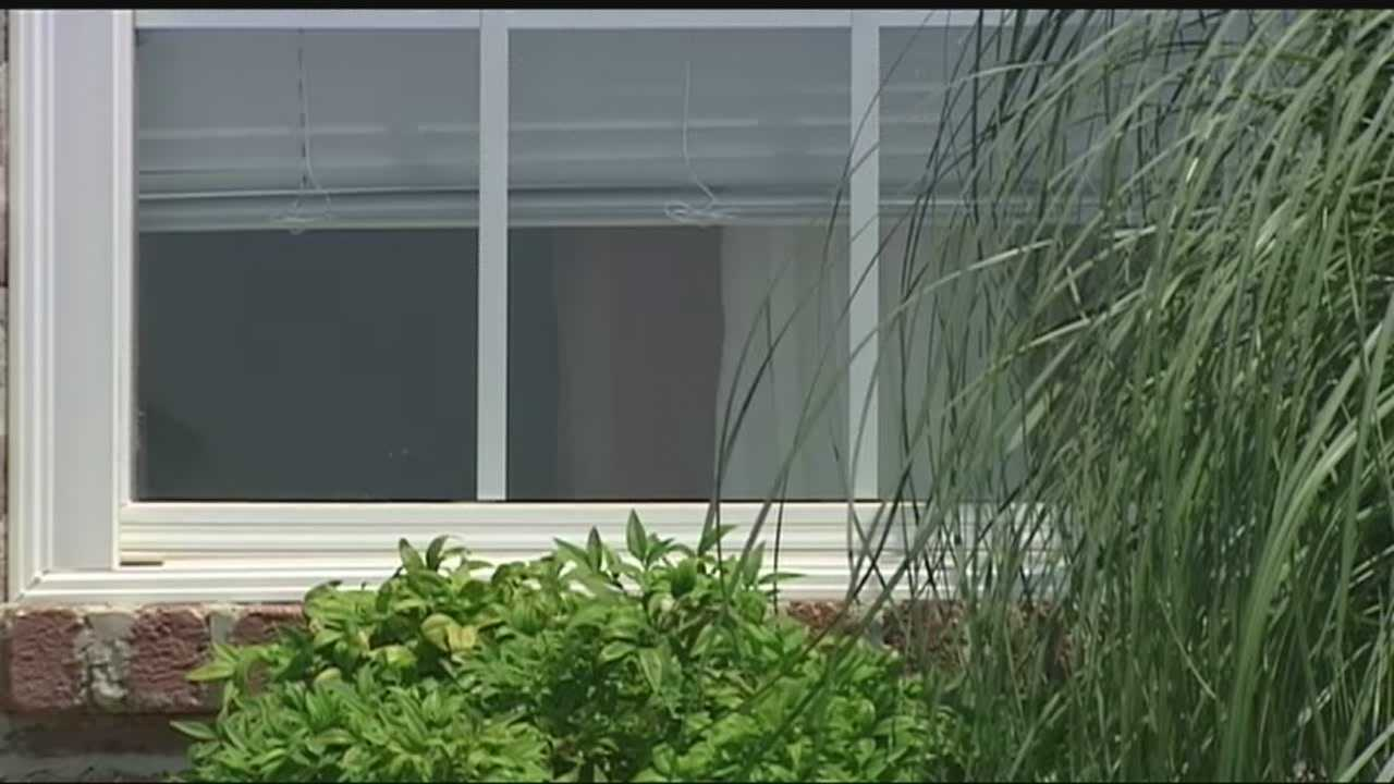 A man knocking on windows late at night is raising concerns in Choctaw.