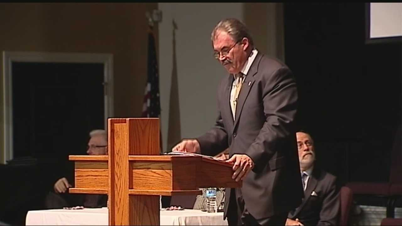 An Edmond church held a Monday night meeting attended by 300 that promised to provide information on Islam.