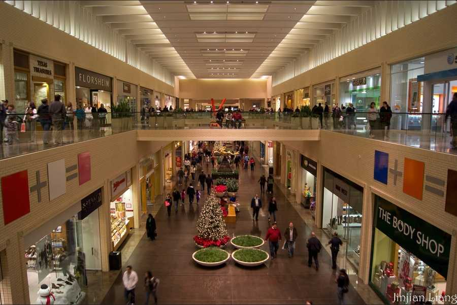 For your shopping fix, visit the NorthPark Mall. Photo from Flickr by jinjian liang.