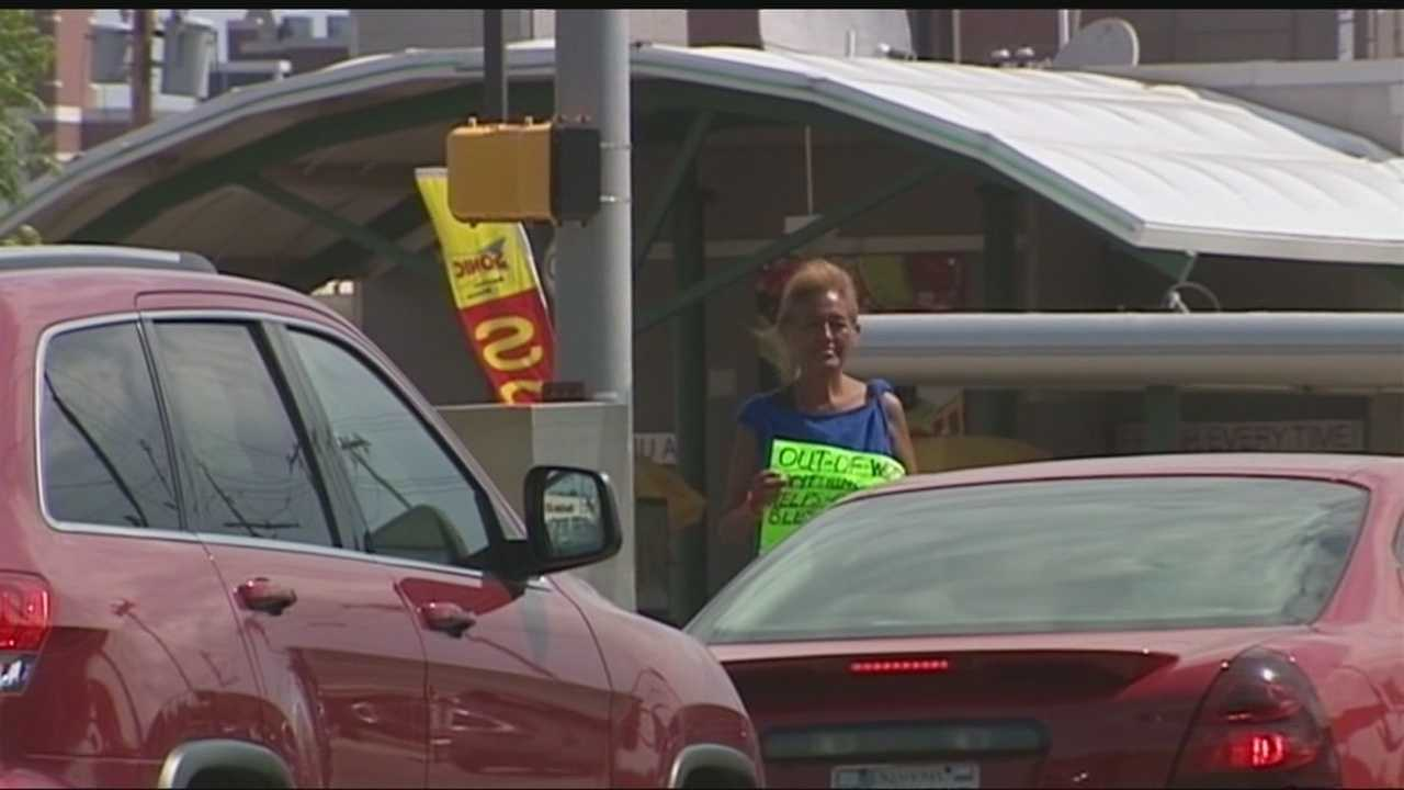 Oklahoma business leaders are trying to move panhandlers from road medians to the sidewalk with a new ordinance. Business owners are working with the OKC City Council to change the current panhandling laws, which are protected by the First Amendment. If the law passes, it also would apply to churches and organizations sending people onto medians and into the streets to raise money for non-profits. The City Council will meet Tuesday to discuss the ordinance.