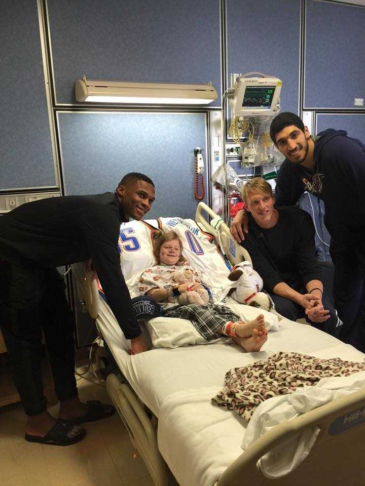 Oklahoma City Thunder players, including Kevin Durant and Russell Westbrook, visited victims from Saturday's homecoming crash at Oklahoma State at the hospital.