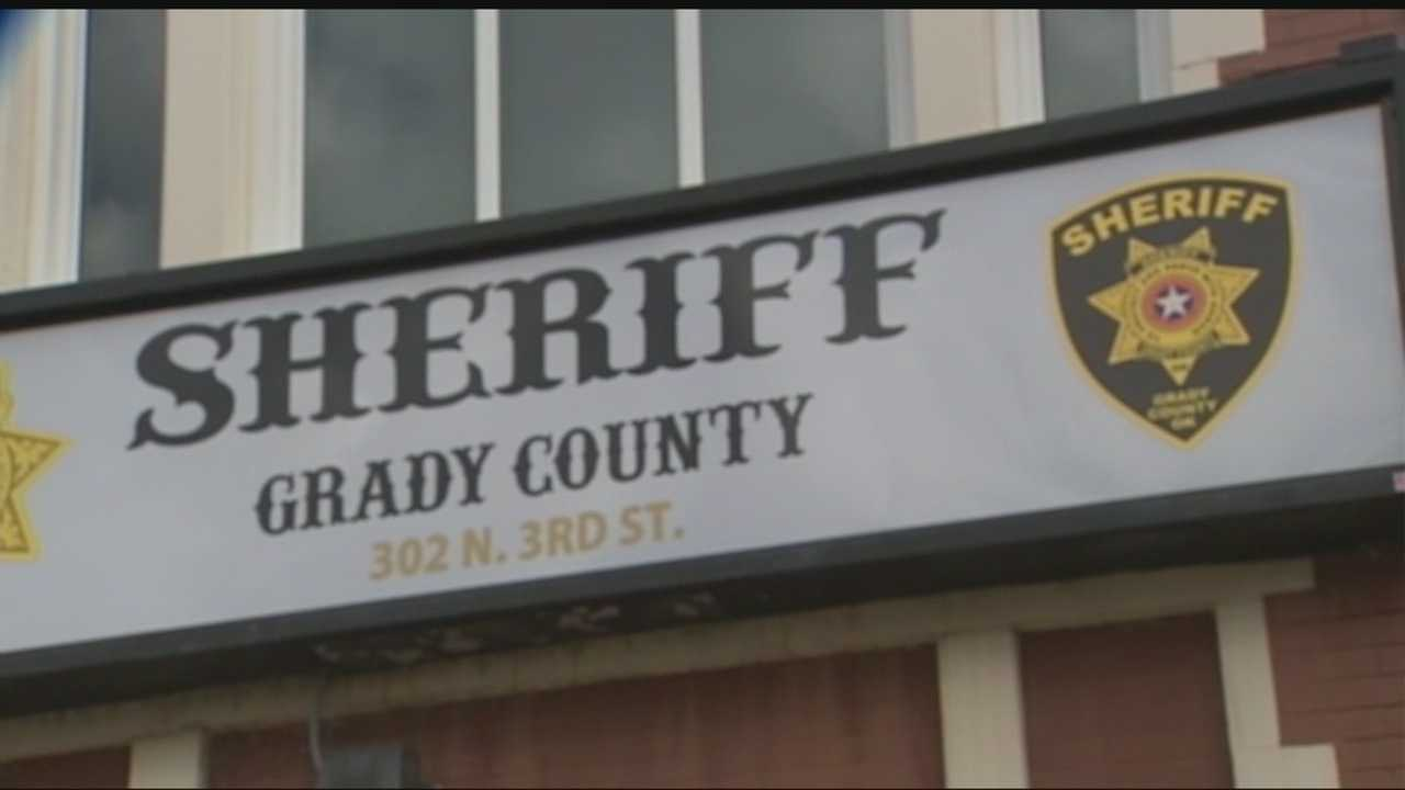 Grady County deputies are looking for a man who is accused of snatching dogs after he claimed that he was part of Grady County's Animal Control, a department that does not exist.