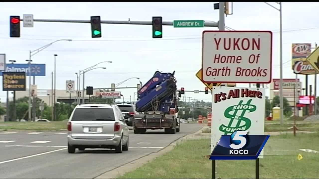 Yukon city leaders are meeting Tuesday night to work on a budget to fix the city's financial crisis.