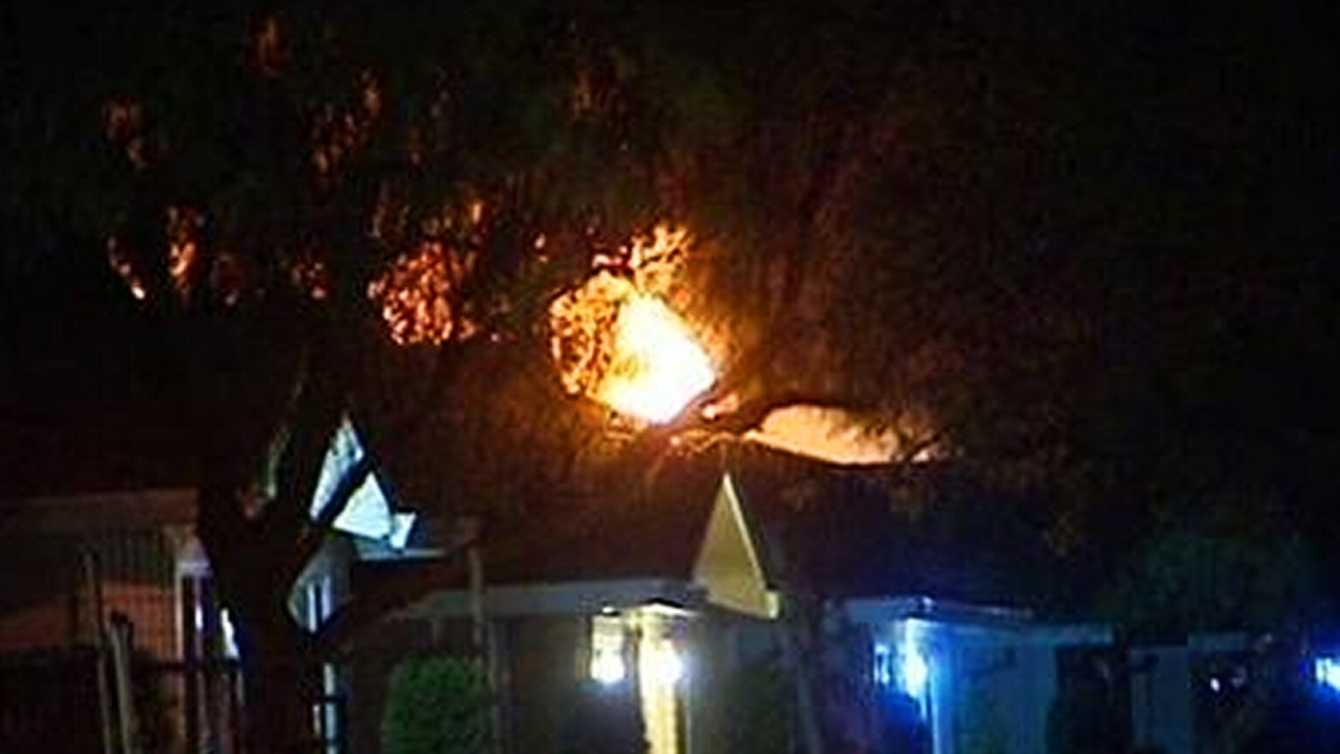 A blaze broke out in an apartment during an intense standoff between SWAT teams and a gunman. (April 12, 2012)