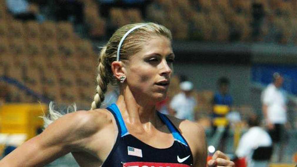 Maggie Vessey runs the 800-meter.