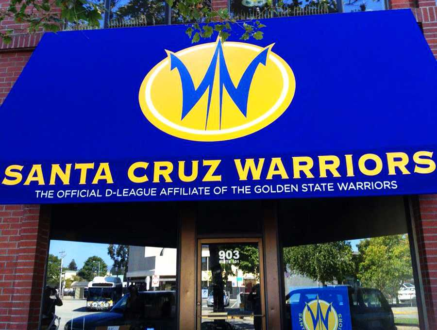 OCTOBER 27, 2012The Santa Cruz Warriors are holding a job hiring event to fill 100 opens positions.Job candidates can apply and interview at the Capitola Career Center at 2045 40th Ave.Positions include ushers, parking attendants, ticket takers, game operations associates, marketing interns, merchandising, statistics, ball boys, will call, public address, audio, vendors, security, video board operator and scoreboard operator.
