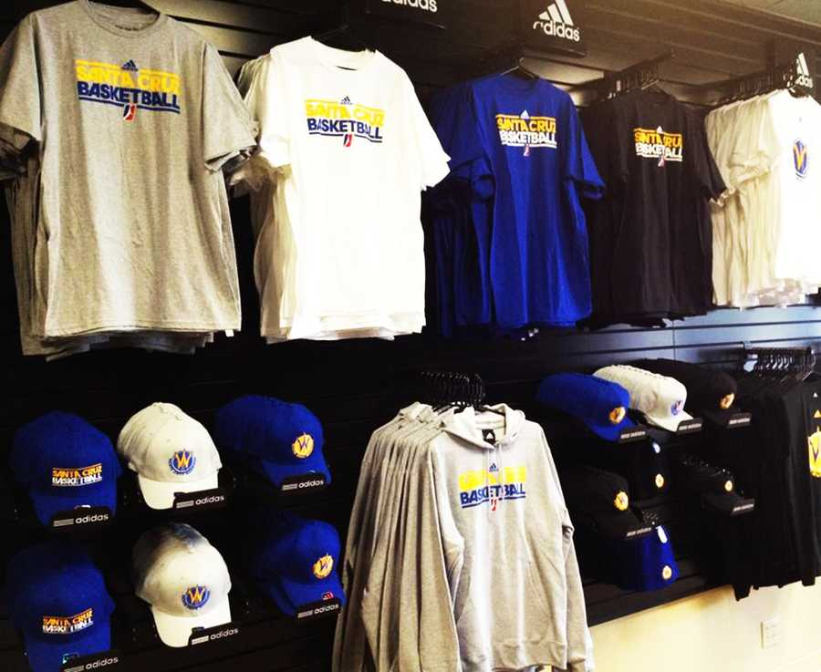 NOVEMBER 30, 2012The Santa Cruz Warriors' first game of the season is on Nov. 30 in Reno. Their last game of the season will be on April 6, 2012.