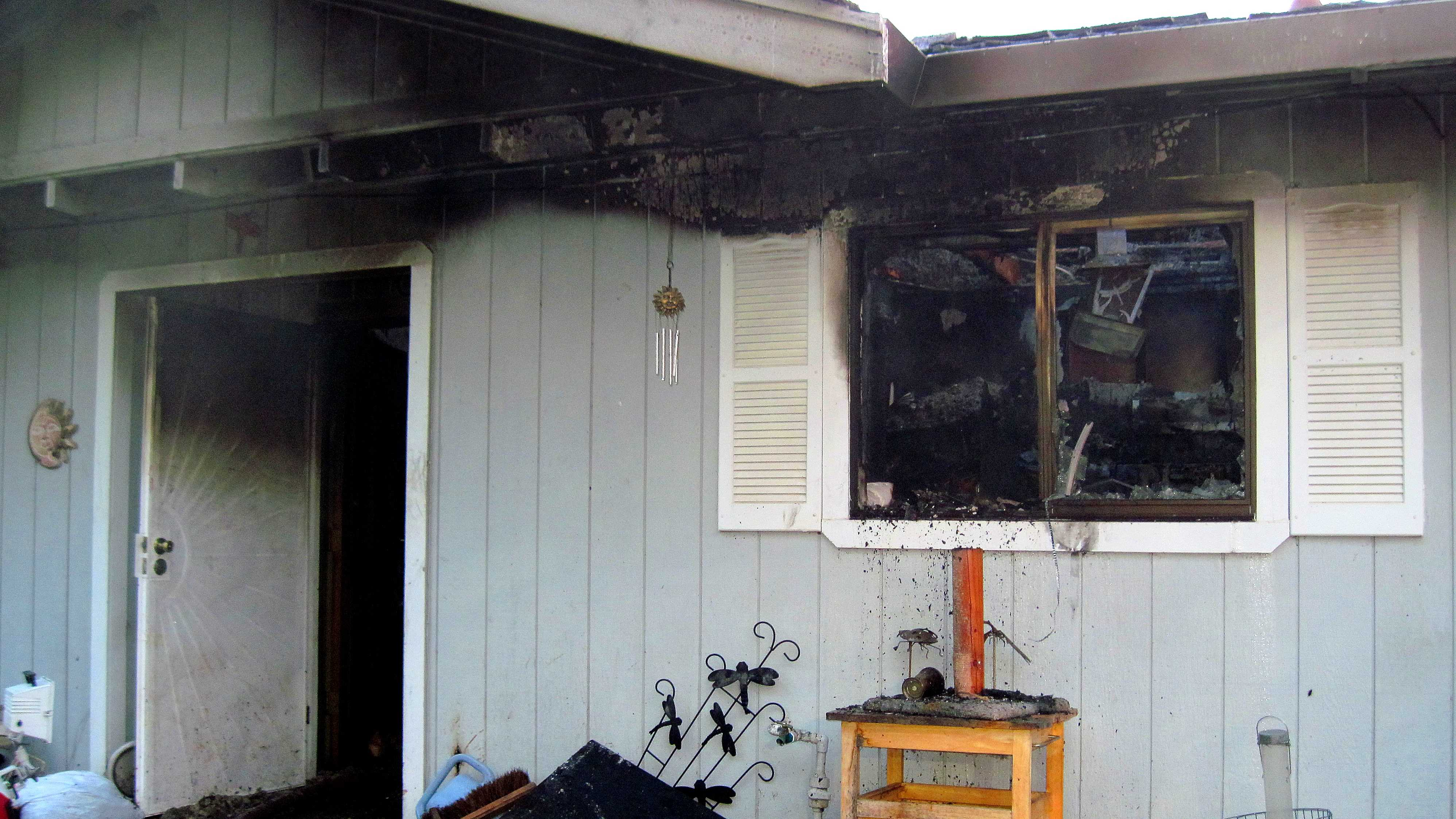 Fatal fire claims on life in Tres Pinos.