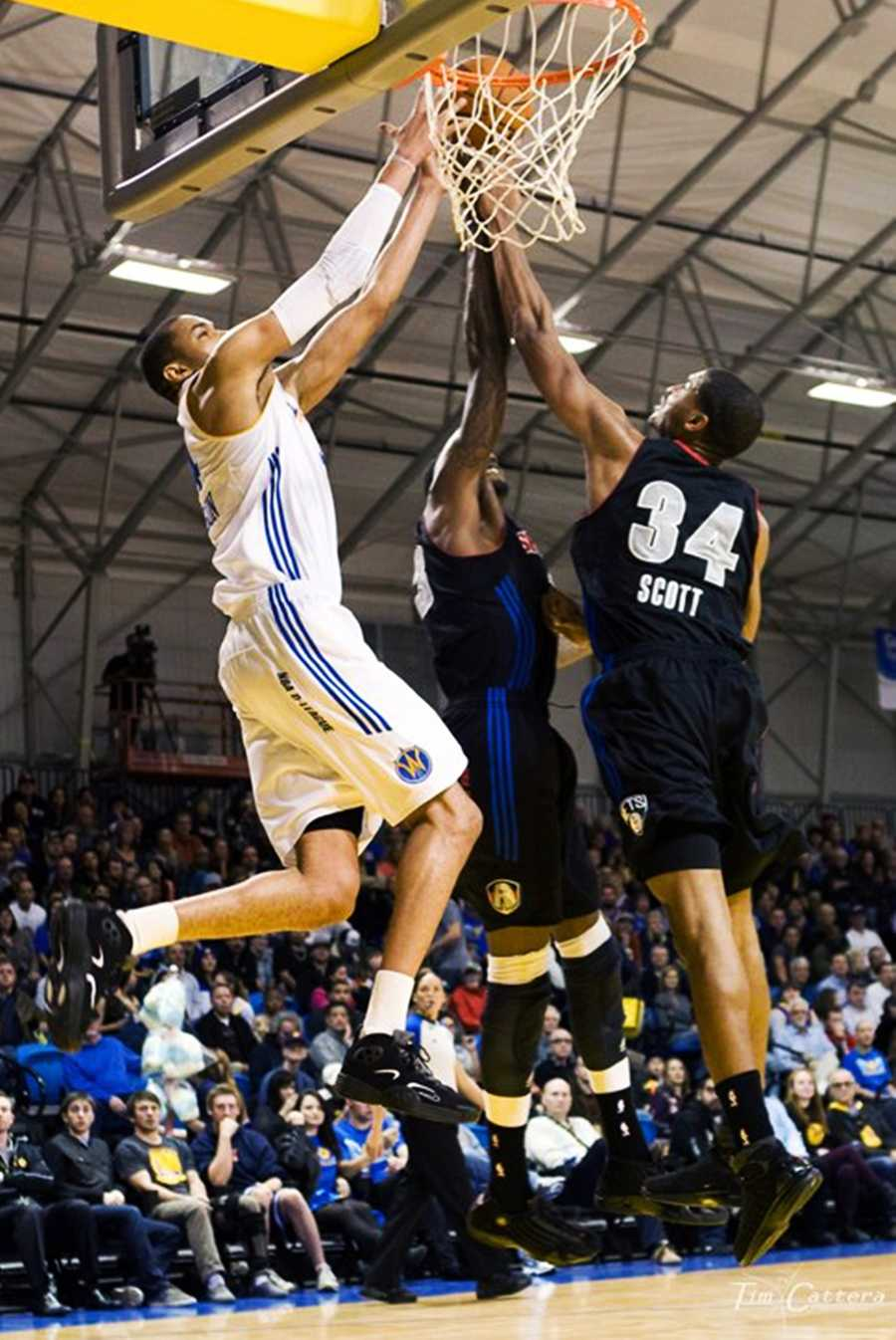 Dec. 27, 2012 Game: Since their season began on Nov. 17, the Santa Cruz Warriors won 10 games and lost two. They are undefeated on their home court so far.