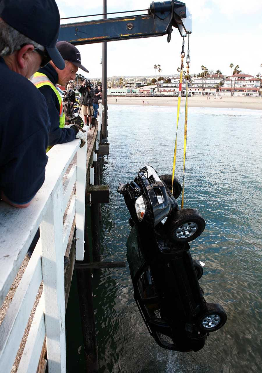 A sport utility vehicle drove off the Santa Cruz Wharf and plunged into the ocean on Monday.(Jan. 28, 2013 /Tim Cattera Photography)