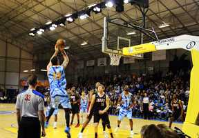 The Santa Cruz Warriors' electrifying 100-98 win over the Idaho Stampede Tuesday night lifted the Warriors to the top of the NBA Development-League's West division.