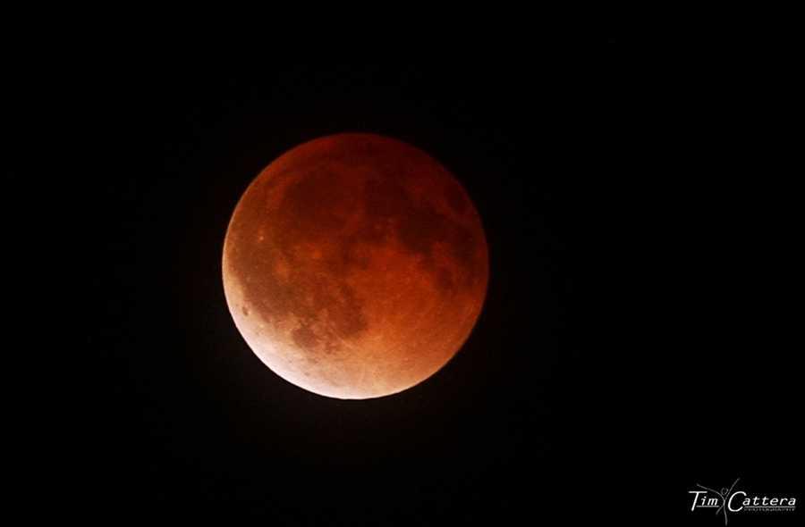 An unusually beautiful lunar eclipse was seen from Santa Cruz in April 2014.