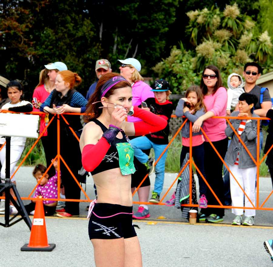 In the women's division, Nuta Olaru won the women's division for the third-consecutive year in a row by running the race in 02:53:15. She placed 10th overall.