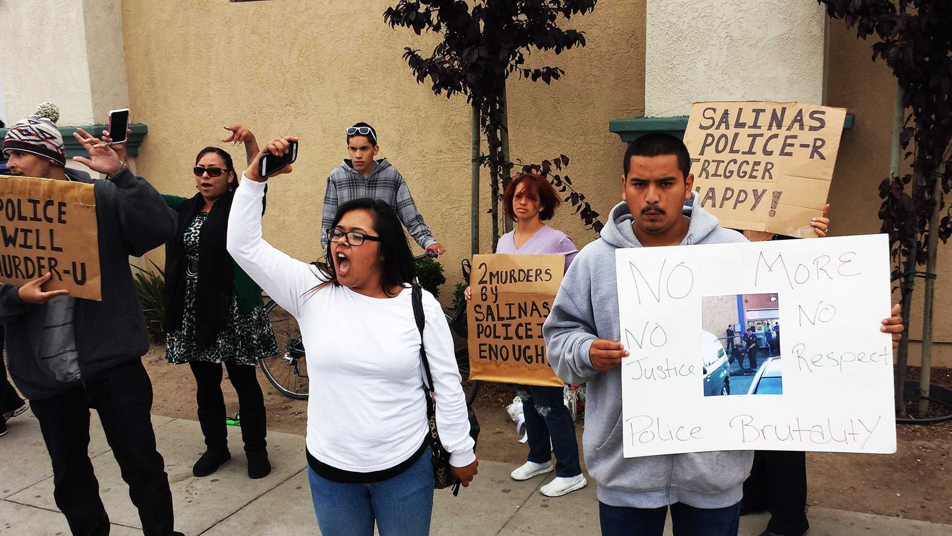 Resident protest Salinas police killing three people this year. (May 21, 2014)
