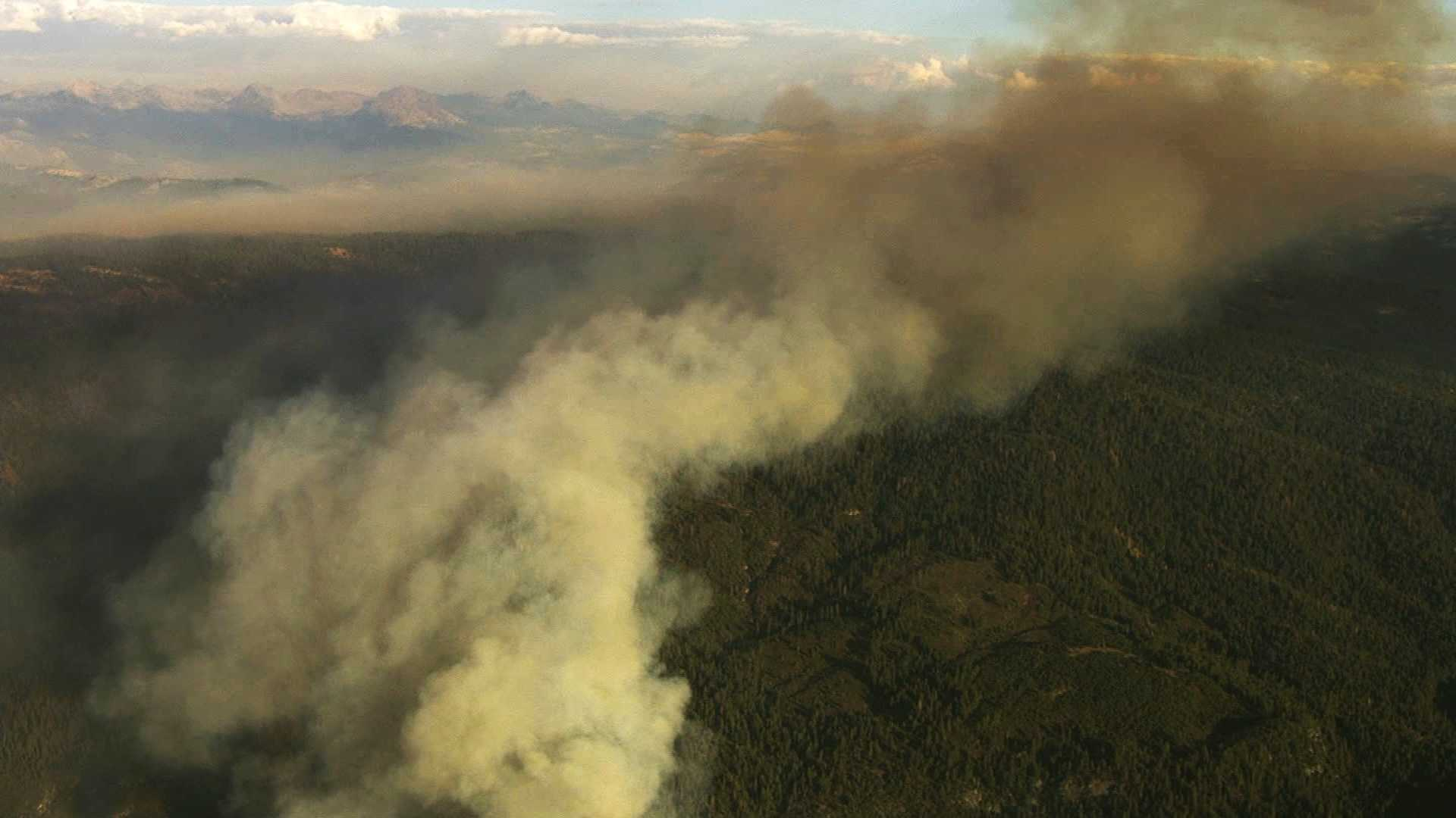 KCRA's LiveCopter 3 shows the Dog Rock Fire burning near Yosemite National Park. (Oct. 7, 2014)