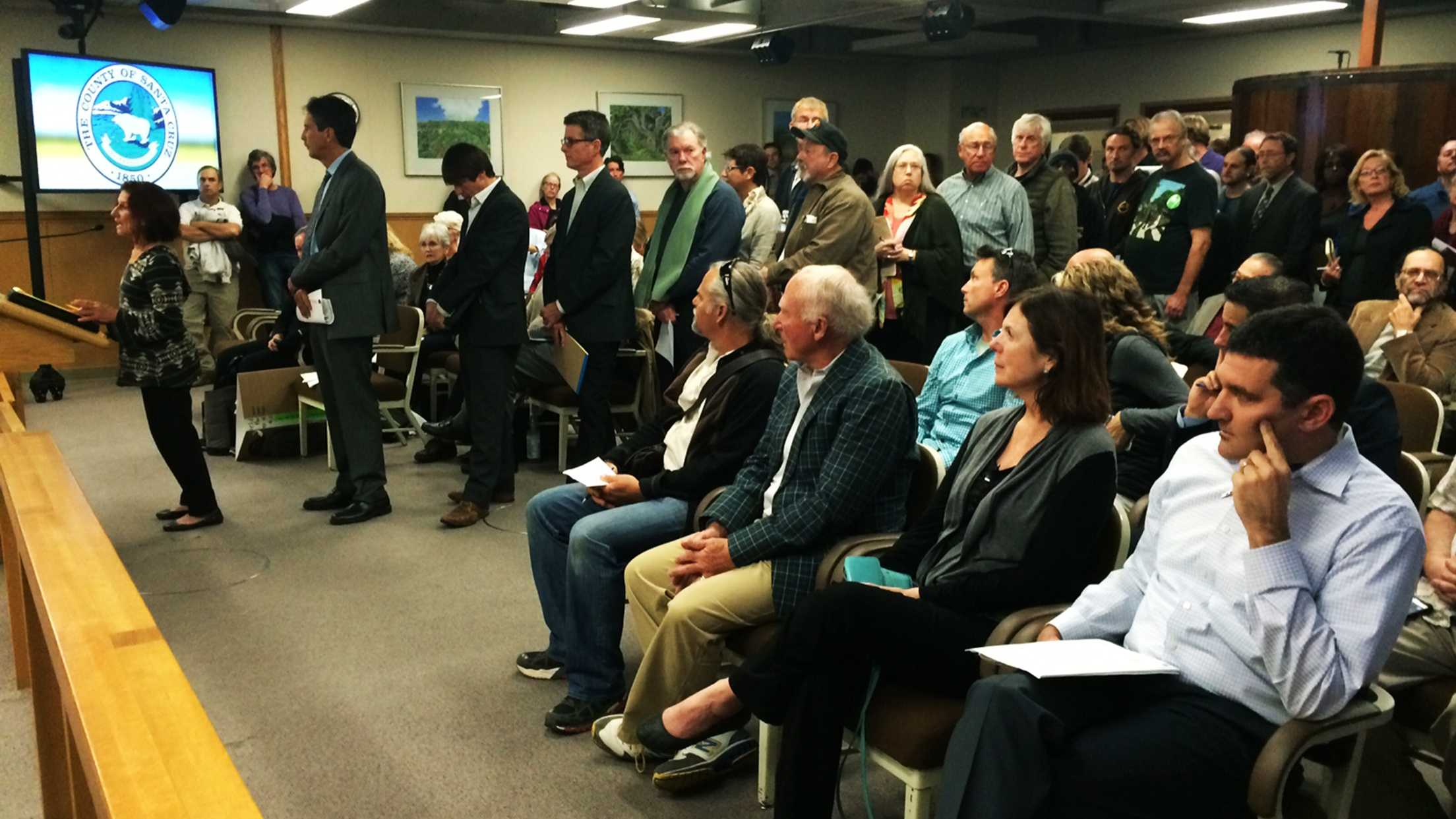 Speakers line up to argue for or against banning marijuana cultivation in Santa Cruz County.  (March 24, 2015)