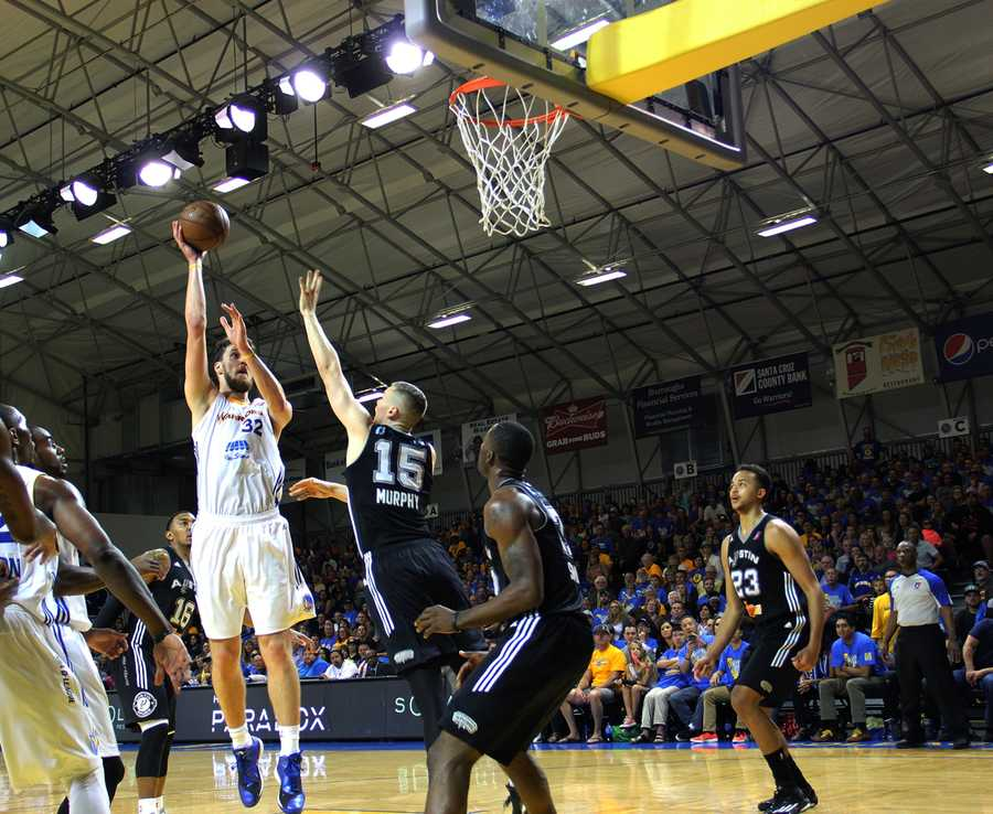 Two stars emerged during Monday's night do-or-die battle: Ognjen Kuzmic, who scored 20 points and grabbed 16 rebounds, and Elliot Williams, who lit up the scoreboard with 31 points.