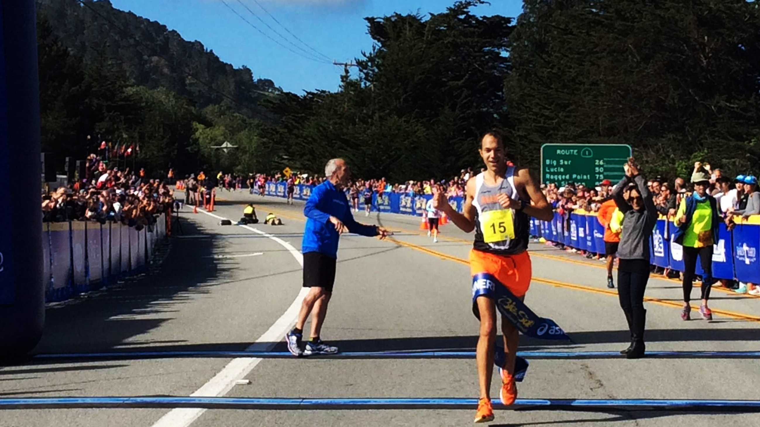 Adam Roach wins the 2015 Big Sur International Marathon.