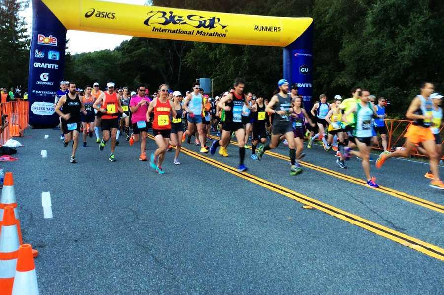 Elite runners being the marathon.