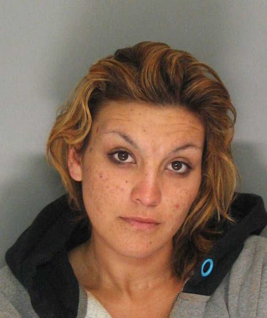 Andrea Araujo (22 years old), arrested on Canfield Avenue at San Lorenzo Boulevard, Santa Cruz. Charges: outstanding warrants.