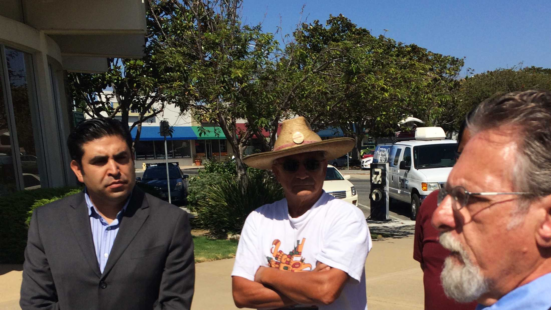 Jose Castaneda, left, and his lawyer, right.  (Sept. 1, 2015)