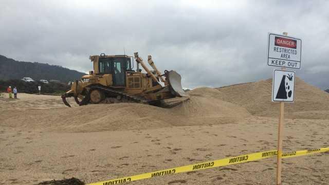 County workers facilitate Carmel River Lagoon breach