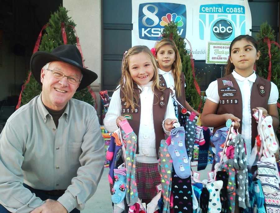 Kids give their donations to KSBW Weatherman Jim Vanderzwaan in Hollister.