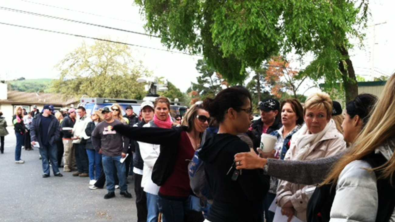 Hundreds of volunteers lined up to search for Sierra Lamar on Tuesday. (March 27, 2012)