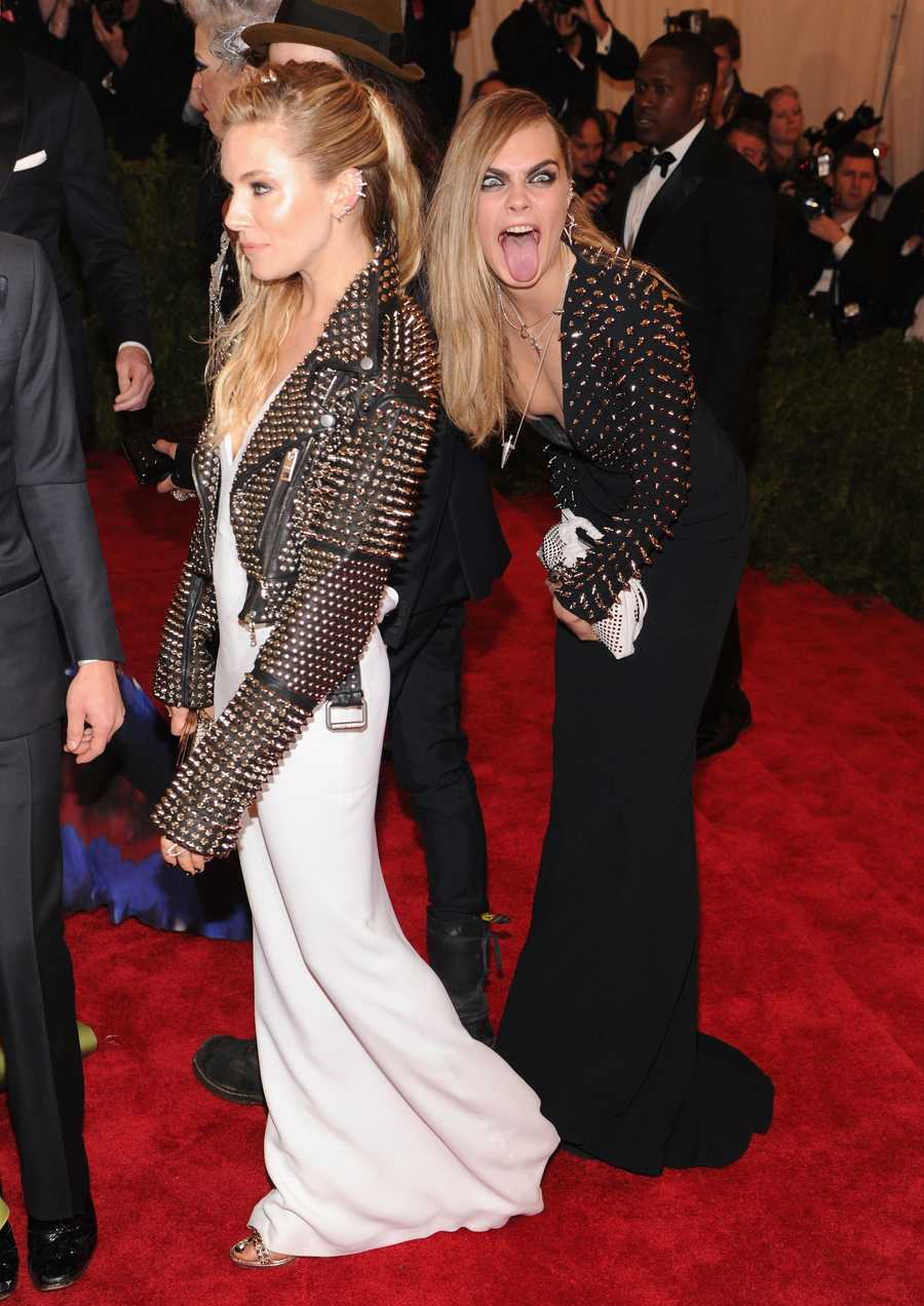 Cara Delevingne to Sienna MillerCara Delevingne still looks flawless when she's crashing someone else's pic.