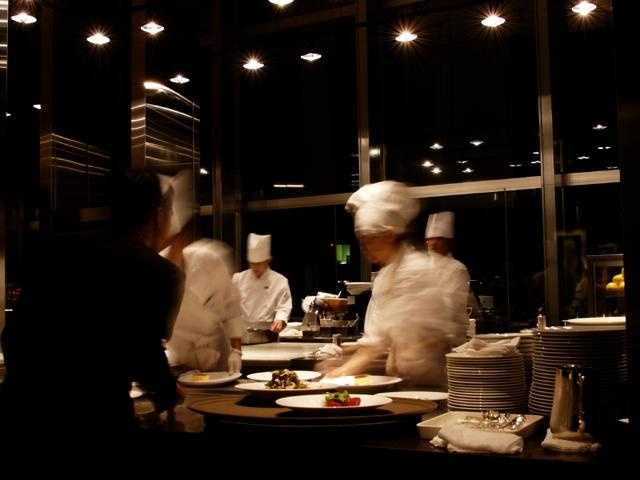 Average breakdown for dining room attendants/ bartender helpers: Hourly mean wages: $9.29Yearly mean wages: $19,320Number of people with job: 390,920
