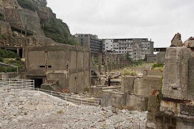 The coal mines shut down when petroleum replaced coal, and the city remains free of inhabitants. The island was re-opened to visitors in 2009, 35 years after it closed.