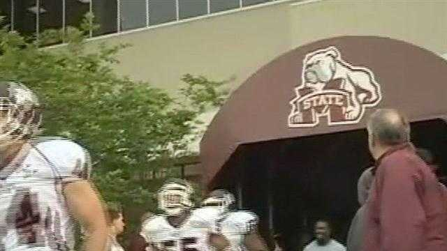 Bulldogs put on a show for the fans in the annual Maroon and White game