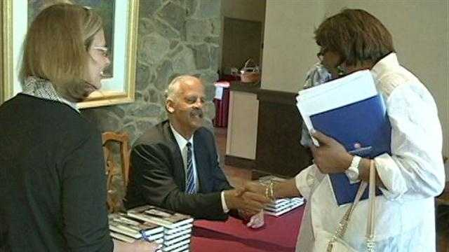Stedman Graham signs copies of his newest book.