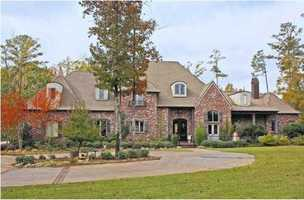 If you love entertaining this $1.5M Flowood home is perfect for you. Take a tour of the home featured on realtor.com today!