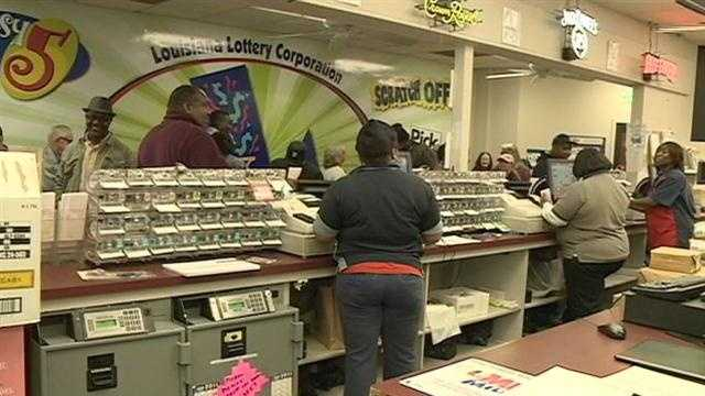 A single winner choosing the cash payout will take home $327 million before taxes.