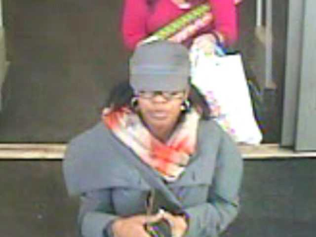 Ridgeland police are searching for three women they believe are responsible for the theft of purses and wallets.