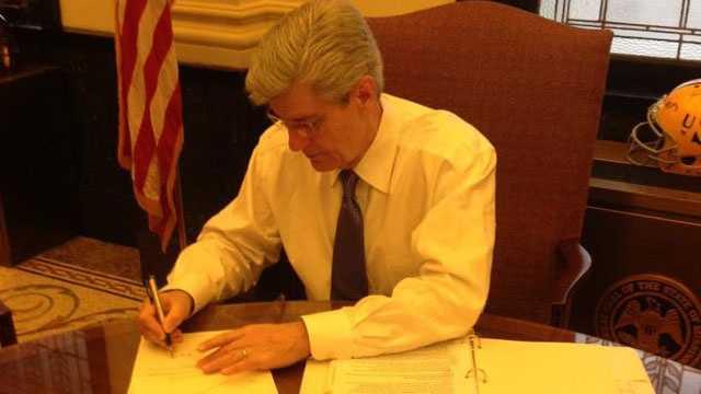 Bryant signs gun letter