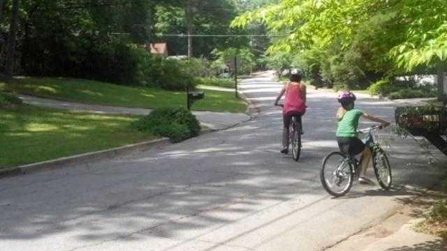 kids with bike helmets