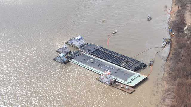 Mississippi River oil cleanup