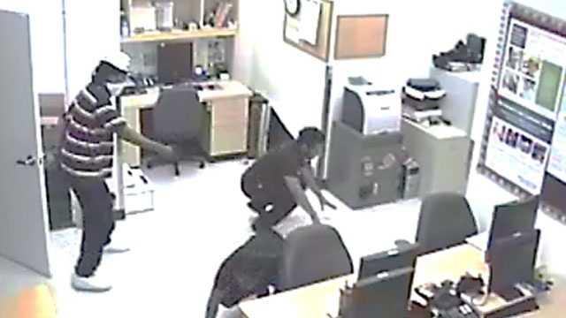 armed-robbery-surveillance-7.jpg
