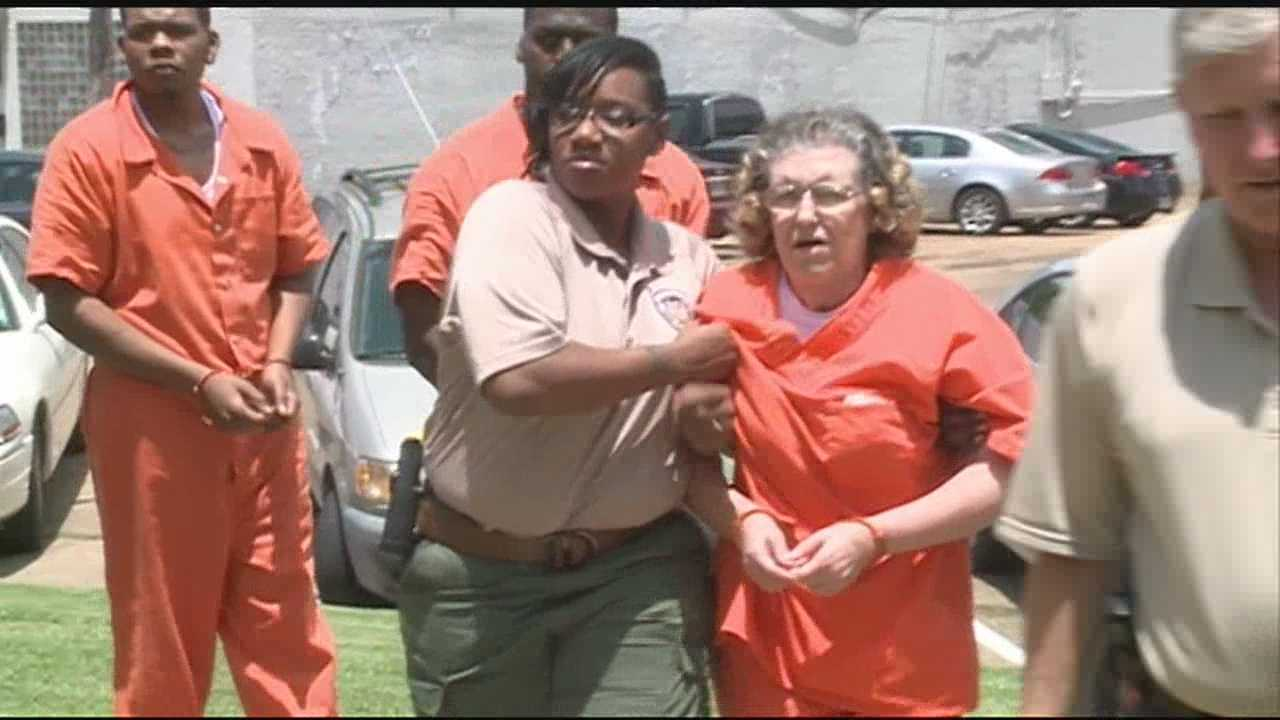 Linda Gale Reed pleads guilty to an embezzlement charge in Copiah County.