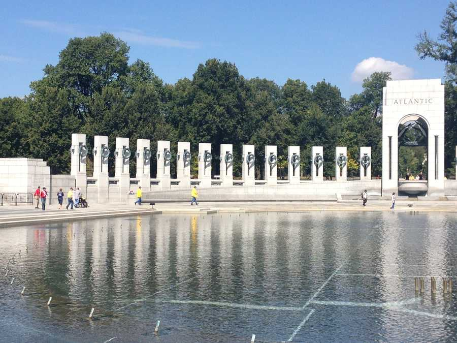 Groups of World War II veterans from Mississippi and Iowa were on an honor flight to the monument erected in their honor.
