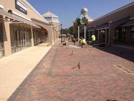 Construction crews working at the Outlets of Mississippi in Pearl are in the home stretch.
